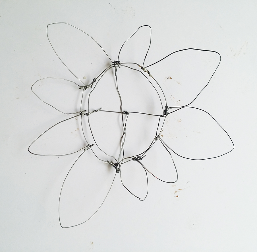 How to make a wire flower in 5 simple steps step 3 wire flower craft izmirmasajfo