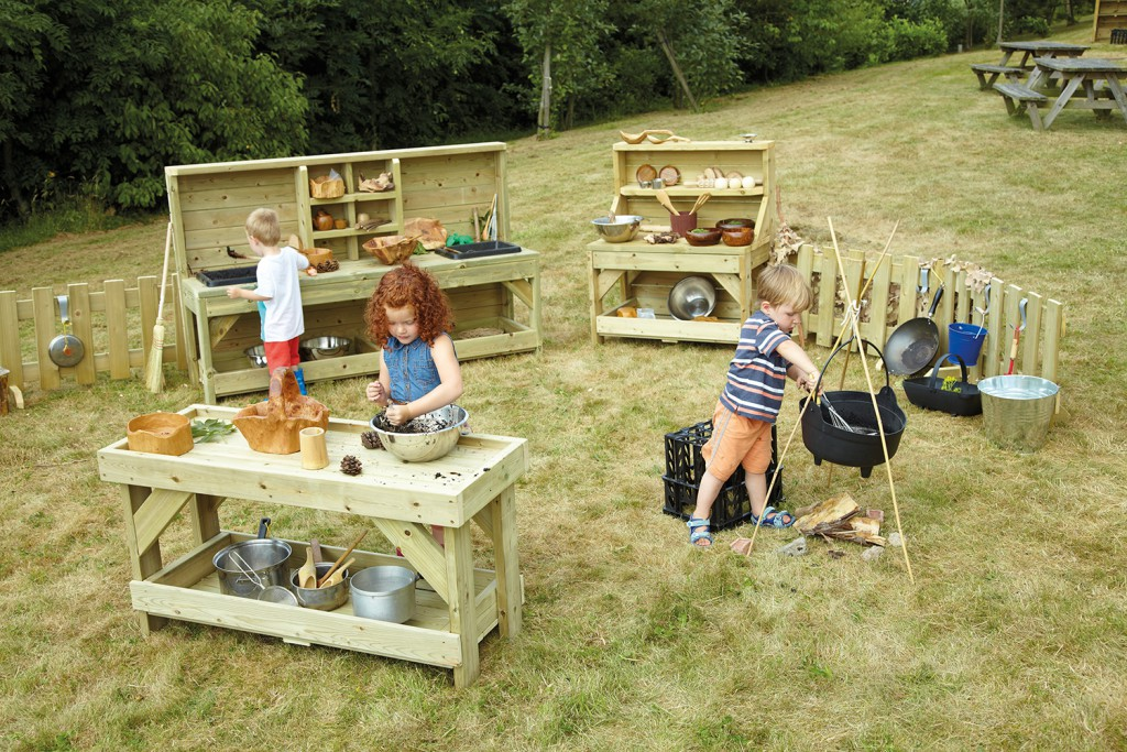 outdoor play - mud kitchen