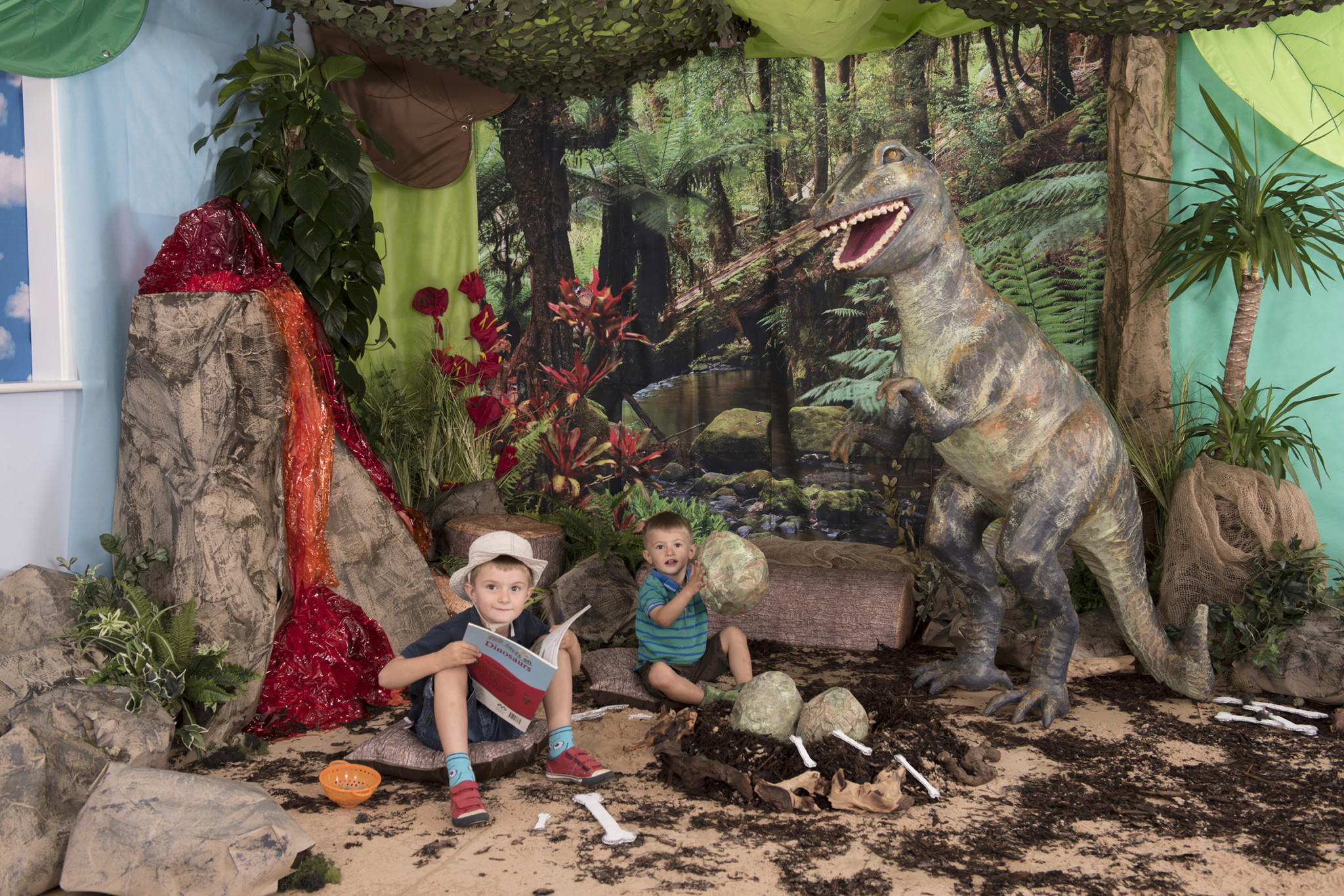 Dinosaur immersive environment