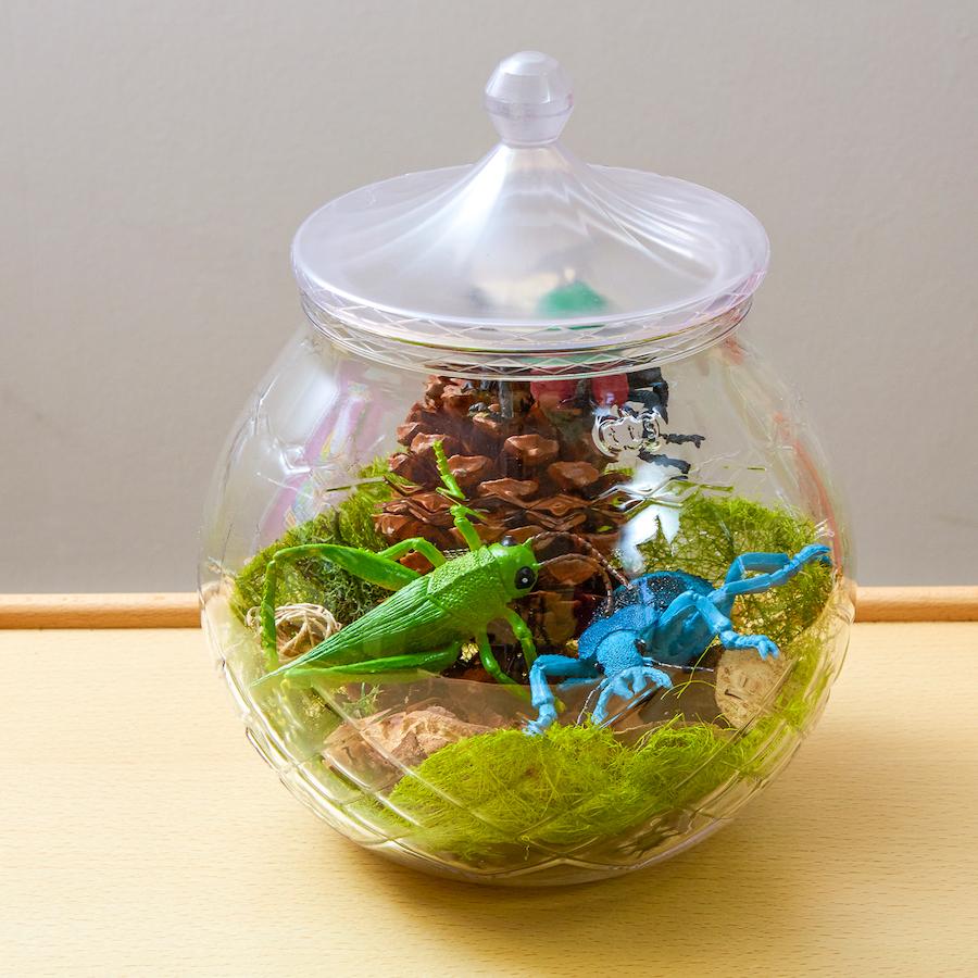 Minibeast small world jar